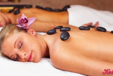 50% попуст на масажа со ВУЛКАНСКИ КАМЕЊА на грб во времетраење од 45 минути во салонот за масажа ЗЛАТНИ РАЦЕ во вредност од 800ден. за само 399ден.