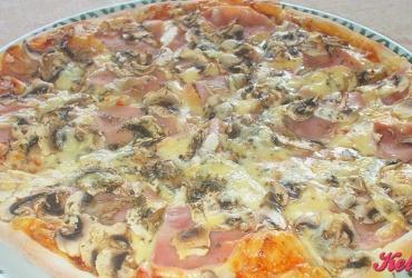 52% попуст на ГОЛЕМА ПИЦА по избор КАПРИЧИОЗА, NAPOLITANA или VEZUVIO во пица ресторан ВИА САКРА во вредност од 250ден. за само 119ден.